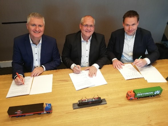 Signing intermodal agreement