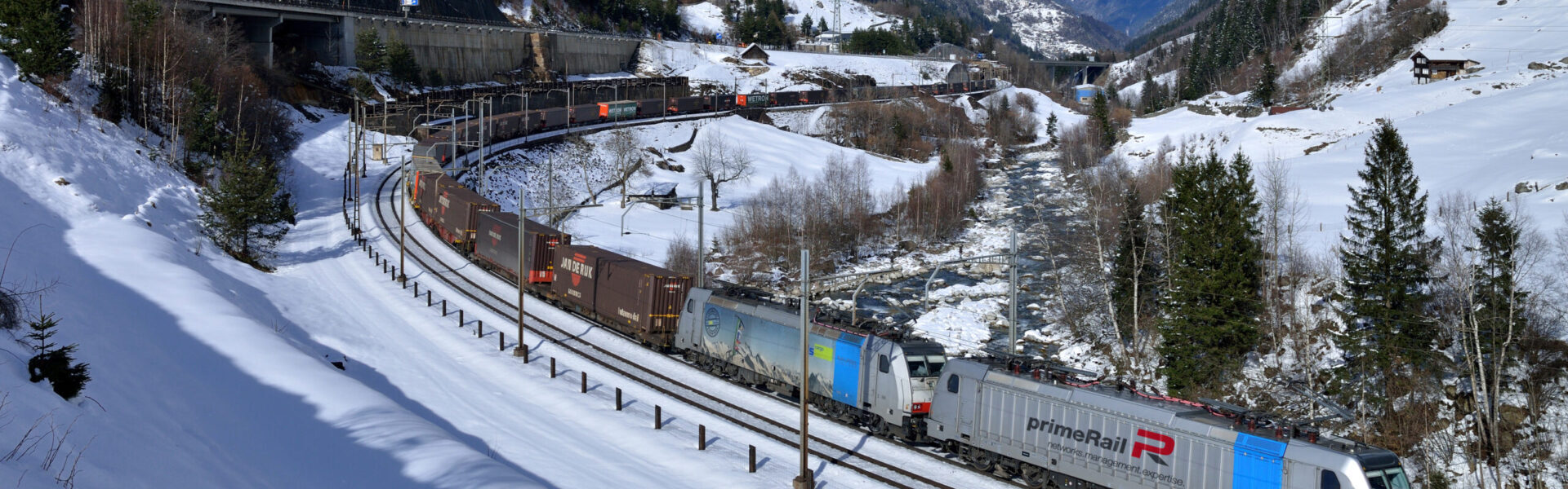 intermodal train - banner 600